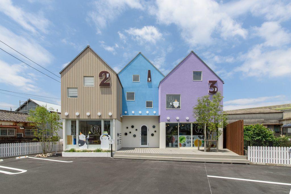 住宅の設計・施工、レンタルスペース、マルシェやセミナーなど楽しい施設の外観デザイン。カラフルで可愛いデザイン。