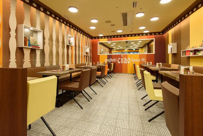 飲食店の内装デザイン。あんかけをイメージしたカラフルなデザインです。