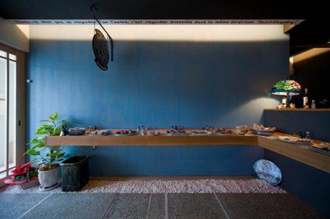 フランス焼き菓子店の内装デザイン。 和とフランスの融合した個性的な空間デザインです。