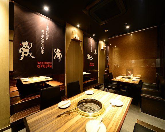 飲食店の内装デザイン。 可愛いキャラクターがポイントでファミリー層や女性客も気軽に来られるような空間デザインです。