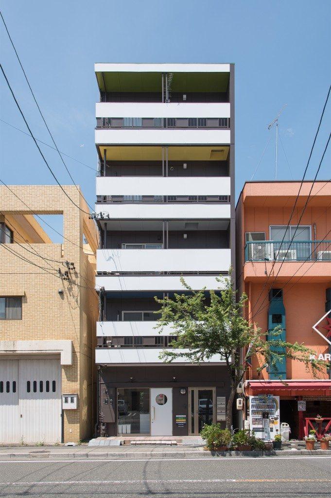 シェアハウスの外観デザイン。5階建ビルのリノベーション物件です。
