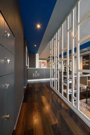 ボディメイクスタジオの内装デザイン。 黒とブルーをポイントにした、シンプルでかっこいいデザインです。